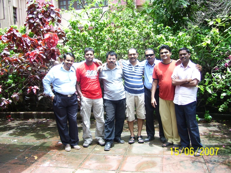(L-R) Sachin, Sandeep, Mangesh, Hemant, Saleel, Manya and Dinkar